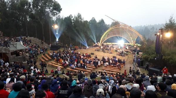 Alamat Palsu ala Surabaya All Star Buka Jazz Gunung Bromo 2017