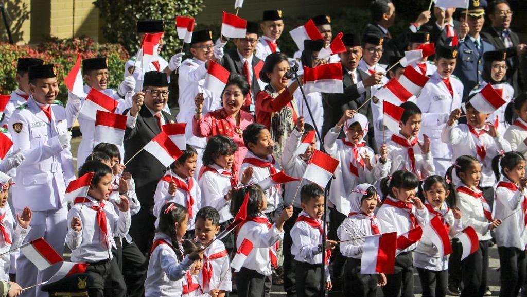 Khidmat! Bendera Merah Putih Berkibar di Australia hingga Rusia