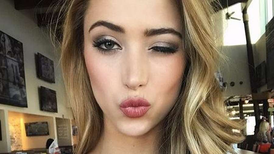Cantiknya Miss Hooters International