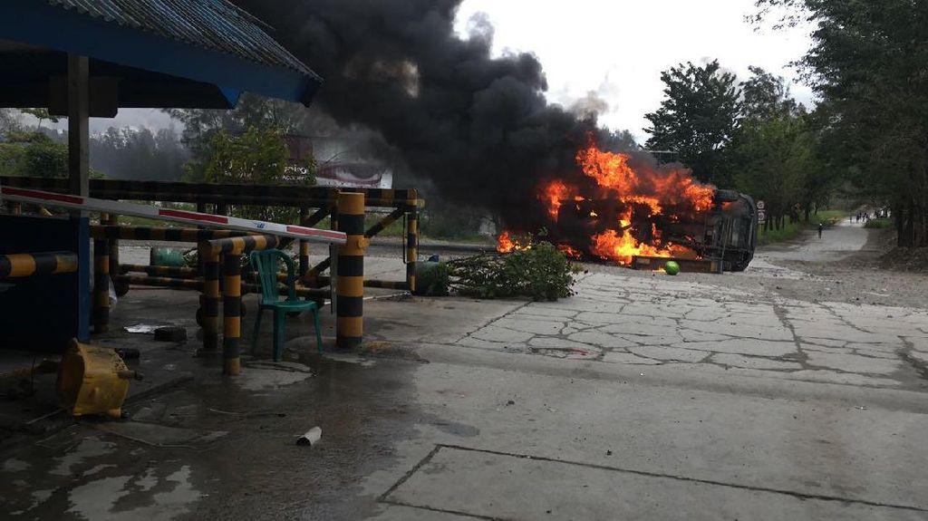 Demo Eks Pekerja Freeport Berujung Rusuh, Luhut: Itu Pidana