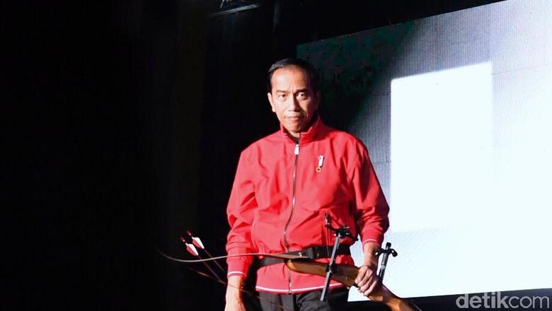Aksi Memanah Jokowi di Countdown Asian Games 2018 yang Bikin Kagum