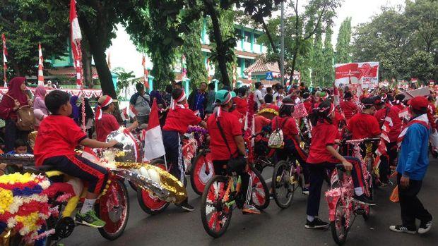 Ada karnaval dengan sepeda hias juga lho