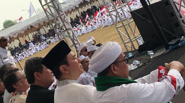 Tommy Soeharto di milad FPI.