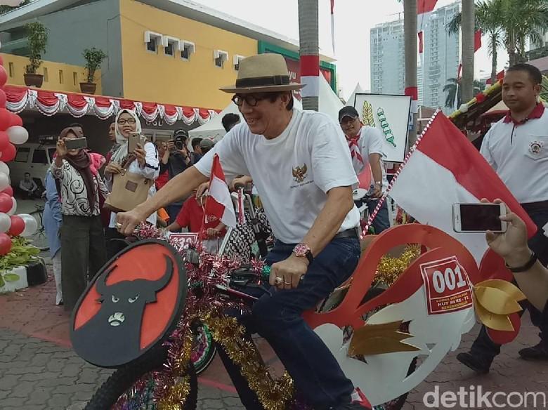 Logo PDIP di Sepeda Hias Menkumham Hadiah Jokowi