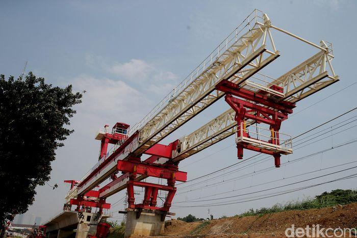 Penampakan konstruksi pembangunan double double track Manggarai-Cikarang.