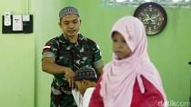 Potret Anggota TNI yang Mengajar Ngaji di Wilayah Perbatasan