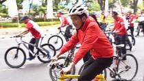Foto: Senyum Jokowi Saat Gowes ke Thamrin