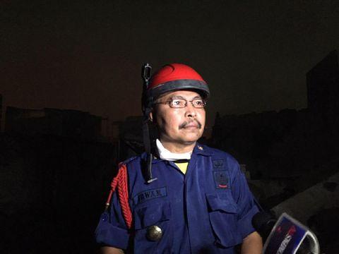 Kasudin Penanggulanang Kebakaran dan Penyelamatan Jakarta Selatan, Irwan, di lokasi kebakaran
