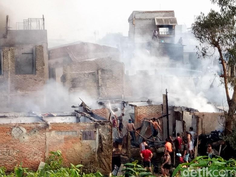 Usai 3 Jam Kebakaran, Api di Kebon Pala Berhasil Dipadamkan