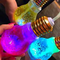 Cantiknya! Minuman Warna-warni dalam Bohlam Lampu Ini Sedang Tren