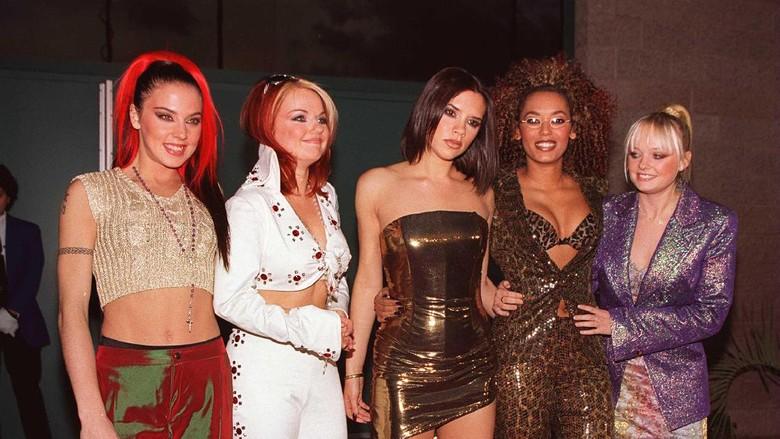 Victoria Beckham Tegaskan Tak Ada Tur Reuni Spice Girls, tapi...