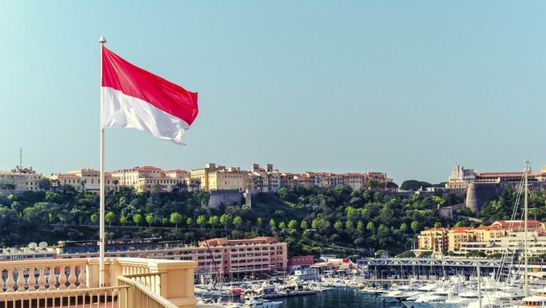 Bendera Monaco (Thinkstock)