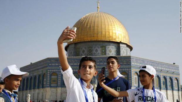 Ekspresi Kebahagiaan Anak-anak Gaza ke Al-Aqsa: Sujud hingga Selfie