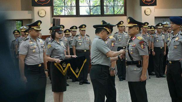 Posisi Asisten Operasi (Asops) yang ditinggalkan Irjen Unggung sekarang dipimpin oleh mantan Kapolda Metro Jaya Irjen M Iriawan. Sementara itu, Irjen Eko Hadi dimutasikan sebagai Analis Kebijakan Utama Bidang Jianstraslog Polri.