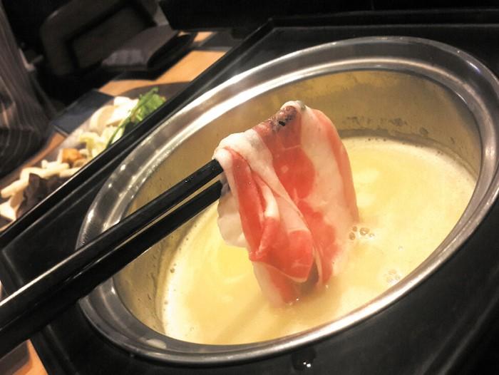 Resto shabu-shabu All You Can Eat (AYCE), Shaburi tawarkan shabu-shabu berkuah kolagen. Pilihan dagingnya ada wagyu Australia yang lembut juicy. Foto: dok. detikFood