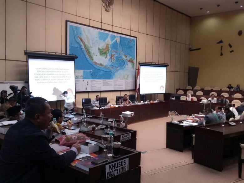 Bahas Pilkada, Komisi II DPR Kritik Aturan Bawaslu soal e-KTP