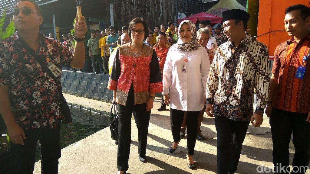 Intip Gaya Sri Mulyani Seharian Keliling Yogyakarta