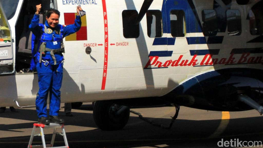 Lagi, Pilot Wanita Ini Sukses Terbangkan Pesawat N219