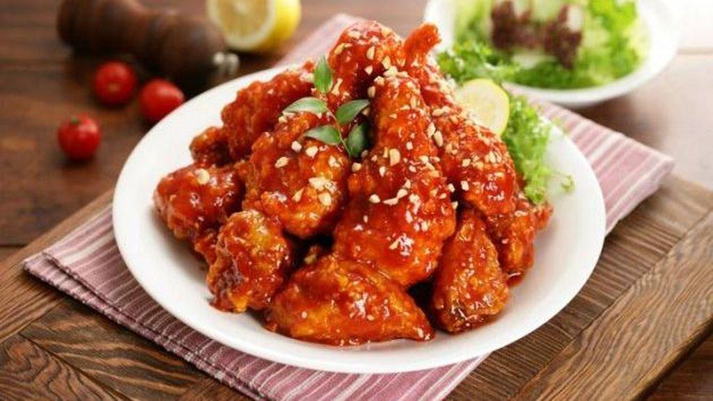 Yuk, Ngemil Chicken Wings Berbalut Keju dan Saus Thailand Malam Ini!