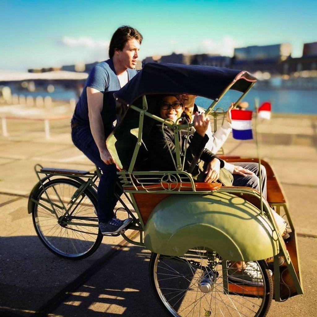 Bule Belanda yang dimaksud bernama Daan Goppel. Foto: Facebook/Becakamsterdam