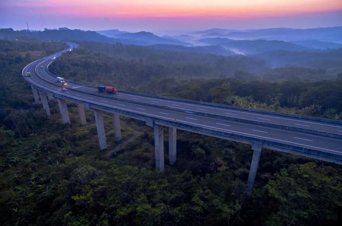 Foto: Lewati Lembah dan Gunung, Begini Cantiknya Tol Bawen-Salatiga
