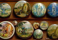 Koleksi kaleng Dardenne dengan ukuran yang beragam