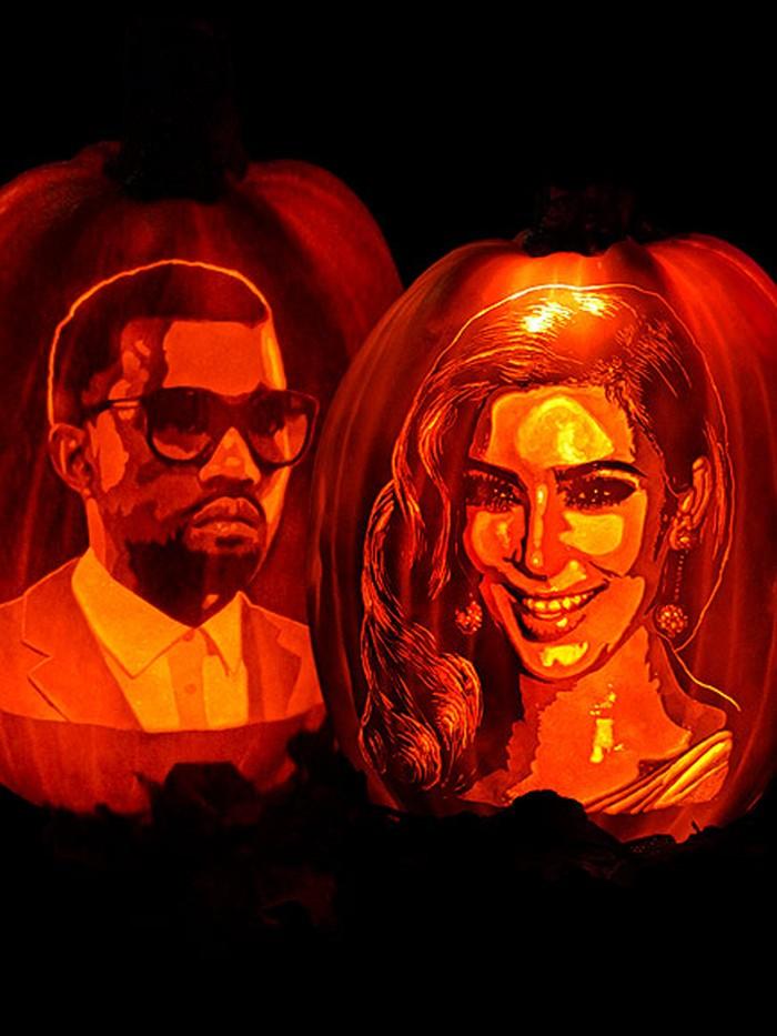 Labu oranye berukuran agak besar ini dilukis dengan wajah mirip seperti Kim Kardashian dan suaminya Kanye West. Kim tampak tersenyum di lukisan labu ini. Foto: Istimewa