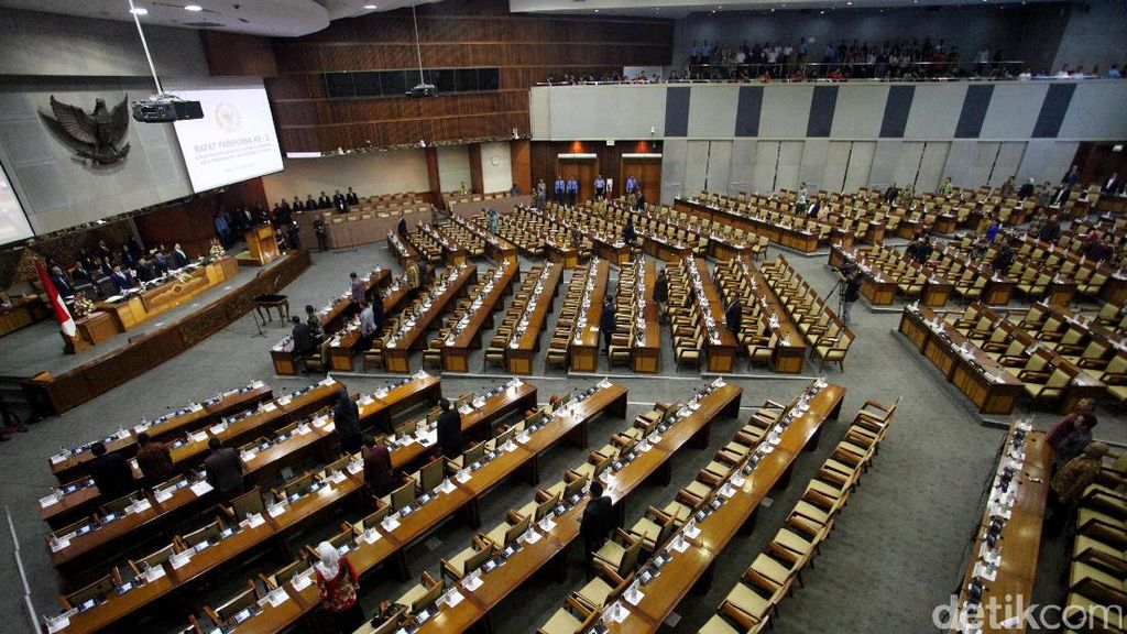 DPR Kritisi Target Penerimaan Negara Rp 1.878 Triliun