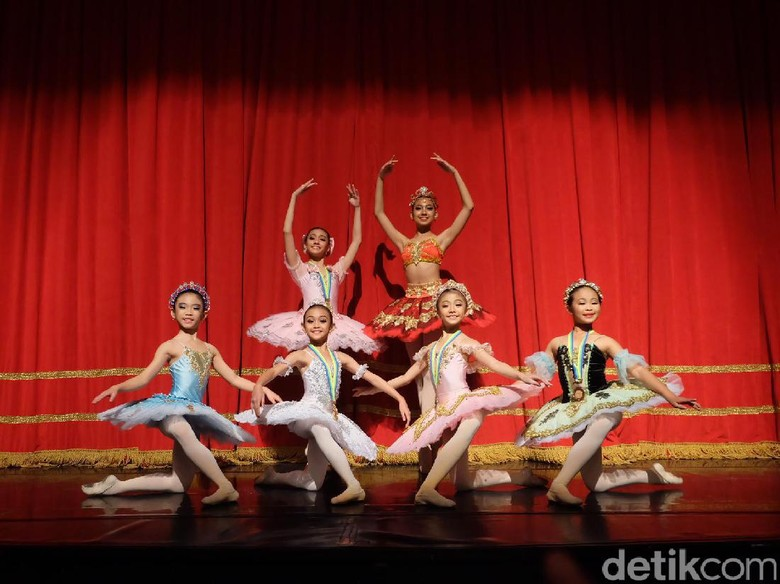 7 Balerina Marlupi Dance Academy Raih Penghargaan Asian Grandprix 2017