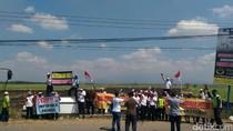 Sopir Truk Tebu di Pati Demo Tolak Impor Gula dan PPN 10 %
