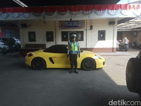 Diketahui KPK sudah meminta blokir mobil tersebut kepada polisi sejak 2014