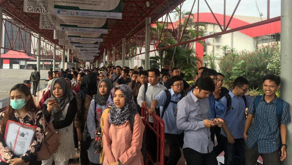 Ratusan Orang Cari Lowongan Kerja di Jobfair Kemayoran