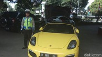 Porsche Kuning yang Diblokir KPK Milik Siapa?
