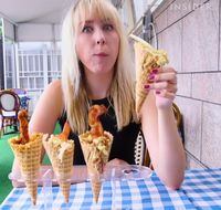Mac and cheese es krim cone.