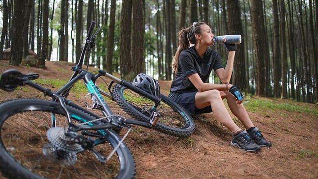 6 Artis Cantik yang Hobi Keringetan Gowes Sepeda, Patut Ditiru Nih!