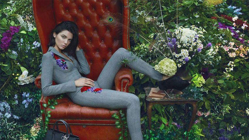 Kalahkan Gisele Bundchen, Kendall Jenner Model dengan Bayaran Tertinggi 2017