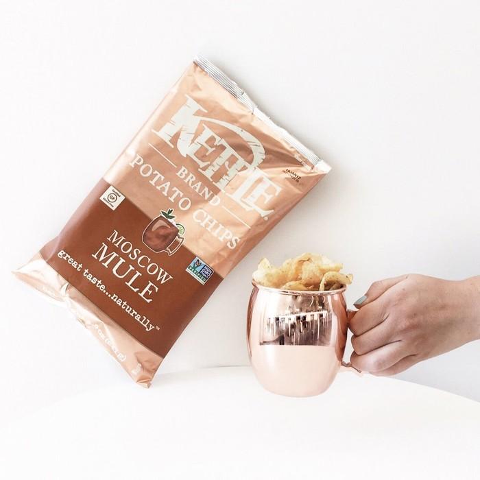 Kettle Brand Moscow Mule Potato Chips memiliki rasa yang mendekati dengan rasa koktail klasik. Tapi jangan khawatir karena keripik ini bebas alkohol dan aman untuk siapa saja.