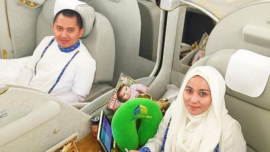 Foto: 7 Gaya Bos First Travel Naik Pesawat First Class