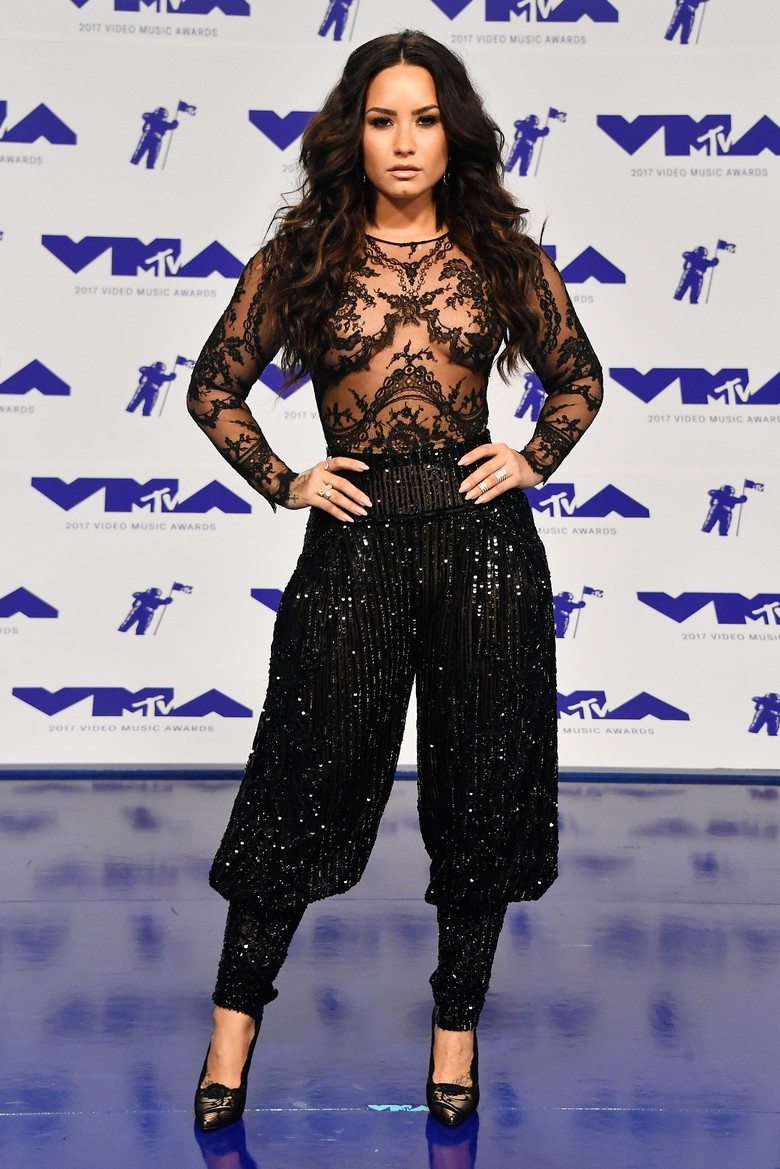 Sexy Dirty Love Jadi Single Baru Demi Lovato