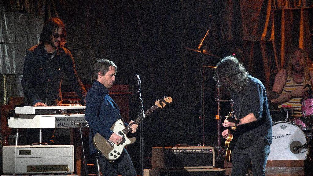 Dari Bon Iver hingga Foo Fighters Bergabung dalam Album Amal
