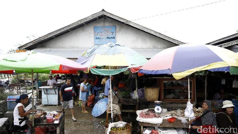 Keluhan Pedagang Pasar Entikong soal Barang Indonesia dan Malaysia