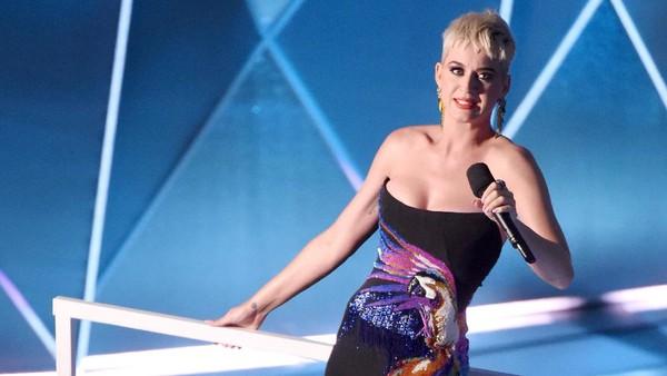 Katy Perry Ingin Tulis Ulang Lagu I Kissed A Girl, Kenapa?