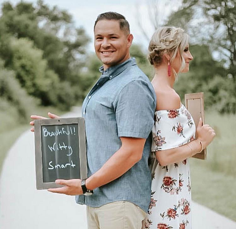 Chelsie mau ngasih kejutan ke suaminya, Will dengan ngasih kabar kalau dia bakal jadi ayah. Chelsie pun minta bantuan Kara Fishbaugh dari Kara Quinn Photography untuk menjalankan rencananya. (Foto: Instagram/@chelsiemorales)