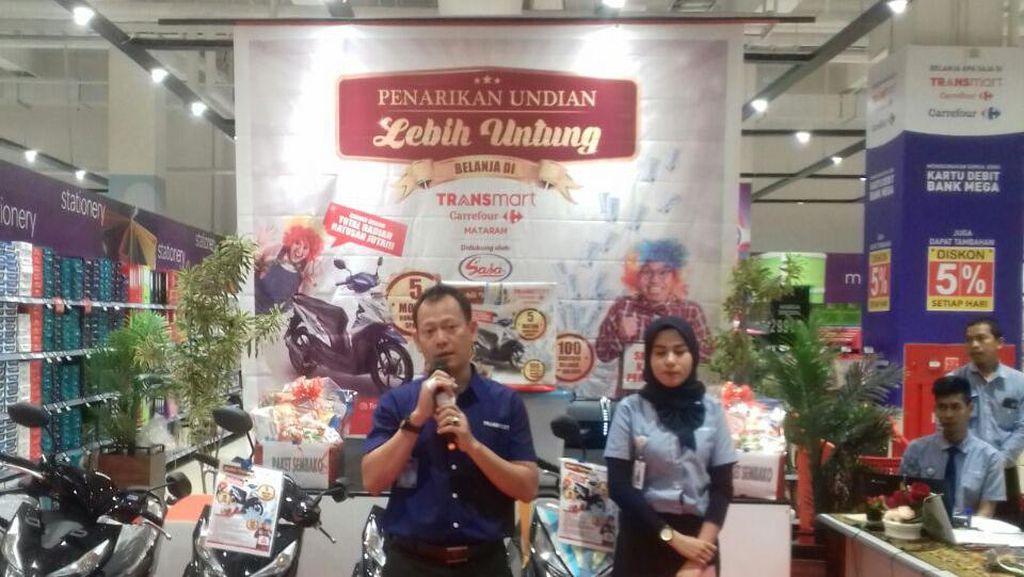 Pengundian Hadiah Belanja Lebih Untung di Transmart Carrefour Mataram