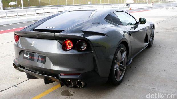 Menjajal Ferrari 812 Superfast di Sirkuit Sepang