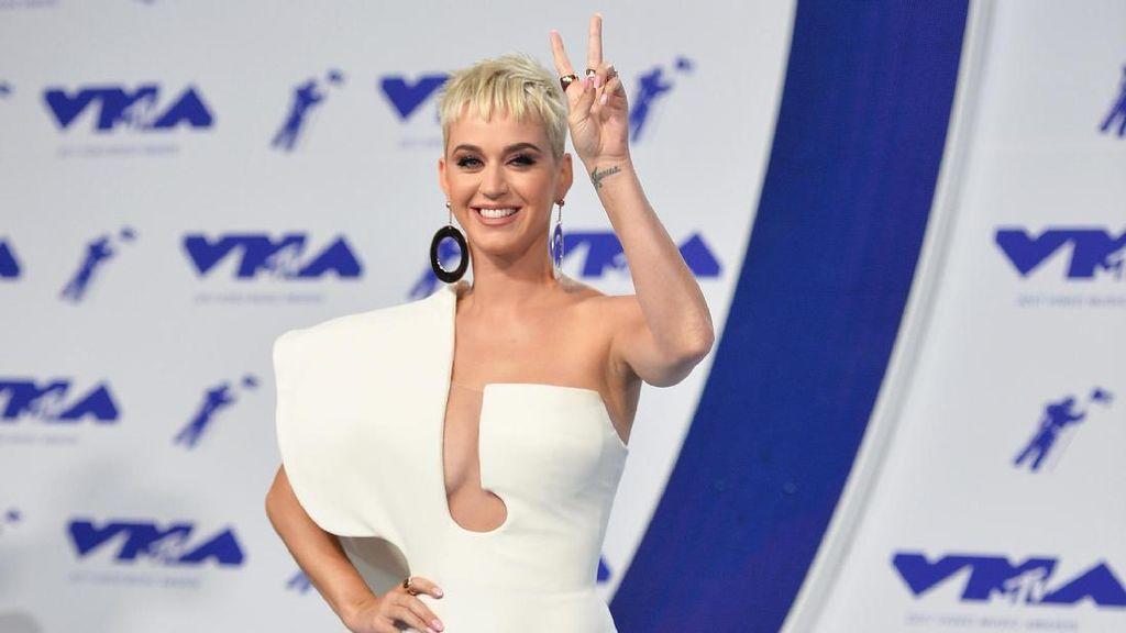 Jelang Konser di Jakarta, Katy Perry Disengat Ubur-ubur