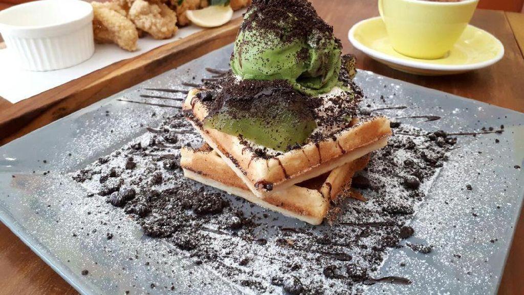 Please Please Please: Empuk Legit Waffle The Green Rocket dan Choco Mallow di Kafe Kekinian