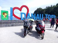 Yamaha XMAX dan NMAX di Danau Toba (Foto: Yamaha)