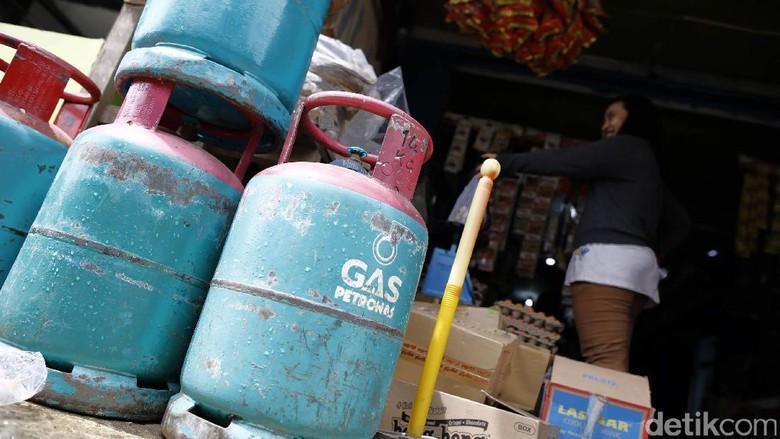 Barang-barang Malaysia Kuasai Perbatasan Entikong
