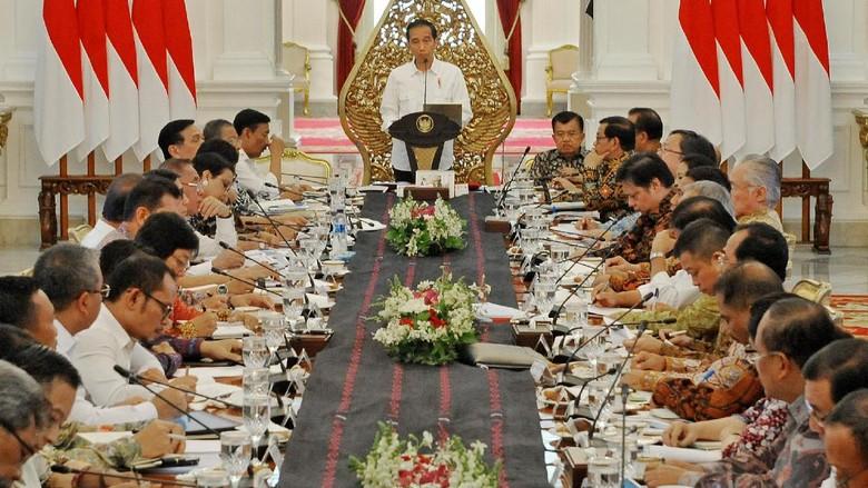 Jokowi Sebut Momentum untuk Genjot Ekonomi Bertumpuk-tumpuk